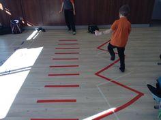 Pikapäevarühmas tasakaalu harjutused ja paigalt kaugushüpe.
