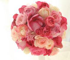 濃いピンクの大輪は、イブ・ピアッチェという名のバラです。シェ松尾青山サロン様の装花でした。昨日、記事を書いていたにもかかわらずアップしそこねて遅くなりまし...