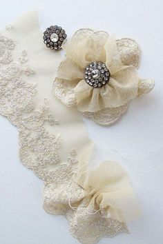 lace flower/ 2in x 1 in, satin