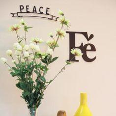 O Aplique Fé traz design, simplicidade e personalidade para as paredes, representando todos aqueles que gostam e vivem sua fé, respeitando a dos demais.