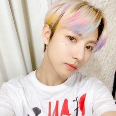 Huang Renjun his hair is so pretty ♡ Jaehyun, Nct 127, Winwin, Nct Dream Renjun, Huang Renjun, Na Jaemin, Rainbow Hair, Handsome Boys, Wattpad