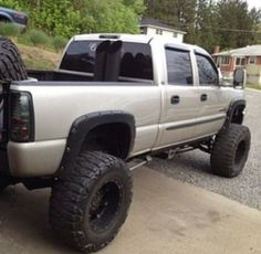 Very nice Duramax. My favorite bodystyle, and I like the dual stacks side by side Lifted Chevy Trucks, Jeep Truck, Chevrolet Trucks, Gmc Trucks, Diesel Trucks, Pickup Trucks, Gmc Pickup, Chevy Duramax, Chevy Pickups
