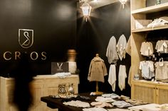 Crios was born to bring high end fashion for the little ones; offering Spanish handmade pieces for children 0-36 months.