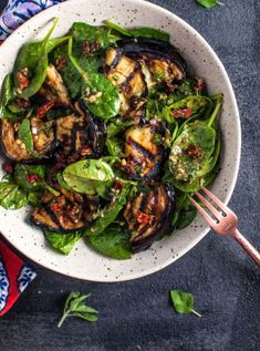 This grilled eggplant and spinach salad makes a wonderfully fresh, healthy, and filling warm weather meal. The eggplant is smoky and delicious, and the smoked paprika in the lemony dressing enhances i drinks Grilled Eggplant and Spinach Salad Healthy Side Dishes, Side Dish Recipes, Veggie Recipes, Vegetarian Recipes, Cooking Recipes, Healthy Recipes, Grilling Recipes, Bulgur Recipes, Warm Salad Recipes