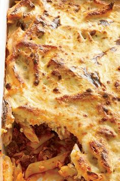 The moist and fragrant casserole pastitsio combines béchamel (a sauce of butter, flour and milk), pasta, ground lamb, tomato sauce, cheese, cinnamon and nutmeg. Instead of béchamel, Grace Parisi stirs a ricotta mixture into the pasta before baking it. #pasta #pastarecipes #pastainspiration #pastadinner #pastaideas #pastadinner #pastaideas Baked Pasta Dishes, Baked Pasta Recipes, Lamb Ragu, Baked Rigatoni, Ground Lamb, Pasta Bake, Greek Recipes, Mac And Cheese, Tomato Sauce