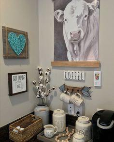 Western Kitchen Decor, Cow Kitchen Decor, Cow Decor, Boho Kitchen, Kitchen Themes, Country Farmhouse Decor, Kitchen Paint, Country Kitchen, Kitchen Ideas
