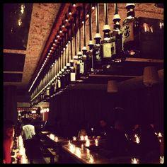 Big in Japan Bar à Montreal, QC IL faut tellement y aller Adresse secrete a découvir en poussant la porte rouge du Boulevard