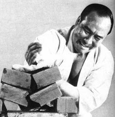 Mas Oyama breaking bricks shuto strike | Founder of Kyokushi