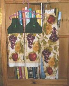 SET-OF-2-HAND-MADE-KITCHEN-TOWELS-TO-HANG-ON-OVEN-DOOR-A-GROCERY-BAG-HOLDER