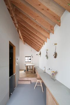 Rencontre | 注文住宅なら建築設計事務所 フリーダムアーキテクツデザイン Modern Japanese Interior, Japanese Home Design, Japanese House, Plywood Interior, Flat Interior, Interior Design, Backyard Office, Wooden Cottage, Narrow House