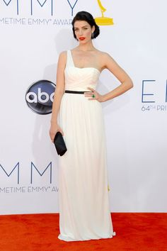Jessica Pare AKA Megan Draper brought some Old Hollywood glamour to the red carpet in a custom Jason Wu black and white getup. Jason Wu, Jessica Pare, Jessica White, Celebrity Red Carpet, Celebrity Dresses, Celebrity Style, Heidi Klum, Emmys Best Dressed, Vogue