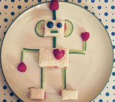 Kids Meals Fun food: robot - ¡Que terrible antojo me dio! Cute Snacks, Cute Food, Good Food, Yummy Food, Big Food, Food Art For Kids, Cooking With Kids, Cooking Tips, Cooking Food