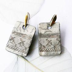 """Boucles d'oreille raku """"dentelle antique"""", céramique artisanale fait main, pièce unique artisanale"""