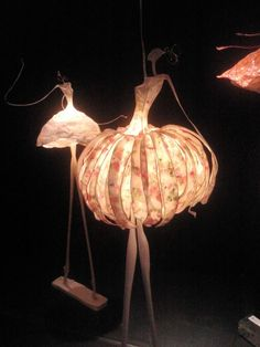 Great decor pieces for a fashion event. Luminaire Original, Diy And Crafts, Paper Crafts, Paperclay, Paper Lanterns, Wire Art, Lampshades, Chandeliers, Diy Chandelier
