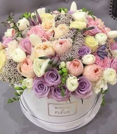 Birthday flowers bouquet beautiful roses gift centerpieces The Effective Pictures We Offer Yo Beautiful Flower Arrangements, Pretty Flowers, Floral Arrangements, Happy Birthday Flower, Flowers Birthday Bouquet, Birthday Flowers For Her, Gift Flowers, Flower Bouquets, Rosen Box