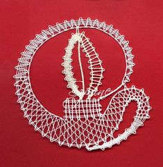 Je cherche ces patrons, l'm looking for these patterns - Snoopy - Álbumes web de Picasa Web Pics, Types Of Lace, Bobbin Lace Patterns, Lacemaking, Victorian Lace, Christmas Candles, Lace Collar, Lace Design, Irish Crochet