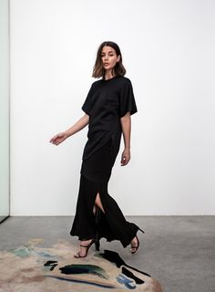 How to Dress Like Fashion Blogger Sara Donaldson—55 Outfit Ideas to Steal | Maxi skirt + casual baggy t-shirt and chic heels | @stylecaster