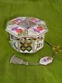 Autumn Dream Weaver Dianthus Box Elizabethan Eights - front Elizabethan Eights - back Good for the Goose Hydrangea Clover Cutter Neck. Modern Embroidery, Cross Stitch Embroidery, Embroidery Designs, Sewing Box, Sewing Kits, Cross Stitch Finishing, Needlepoint Kits, Book Girl, Diy Box