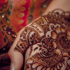 . . . . henna #mehndi #mehendi #7na #tattoo #art #pretty #cute #beauty #l4l #follow #bride #wedding #ink #asian #arab #uae #ootd #motd #picoftheday #igdaily #fashion #happy #instagood #hudabeauty #inspiration #colorful #amazing #bestoftheday #love