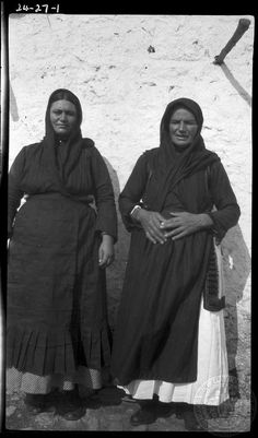Parapoungia. Women. Creator:	 Dorothy Burr Thompson Site:	   Leuctra Region:	   Boeotia Country:	   Greece Date:1924 Repository:	ASCSA ARCHIVES Collection Title:Dorothy Burr Thompson