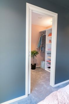 Walk-in garderobe bygger LEBA akkurat slik du ønsker. Mirror, Furniture, Home Decor, Cloakroom Basin, Homemade Home Decor, Mirrors, Home Furnishings, Interior Design, Home Interiors