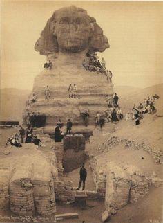 Les images présentées ici ont été prises avant la plupart des restaurations du Sphinx. Les images sont extrêmement rares et anciennes.Les savants n'ont aucune idée de qui a érigé ce monument majes…