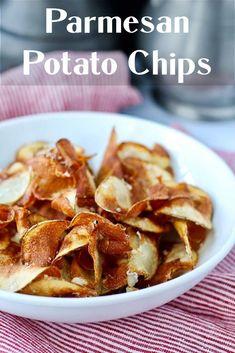 Parmesan potato chips Parmesan Potatoes, Sliced Potatoes, Wedges Potato, Dish Organization, Best Food Ever, Appetizer Dips, Vegetarian Cheese, Potato Chips, Potato Recipes