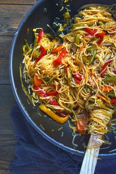 Easy Asian Vegetable Stir Fry with Noodles - Succulent vegetables and noodles coated with thick tangy stir-fry sauce, these easy vegan noodles make the perfect weeknight meal! Perfect if you love take-away style vegetable noodles! Easy Vegan Dinner, Vegan Dinner Recipes, Delicious Vegan Recipes, Tasty, Stir Fry Vegan, Vegetarian Dinners, Vegetarian Recipes, Vegetable Stir Fry Noodles, Asian Vegetables
