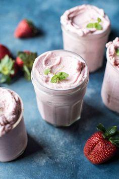 Yogurt helado de fresas y escaramujo