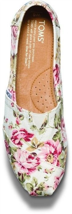floral tom, birthday presents, floral patterns, floral prints, rehearsal dinners, tom shoes, woman shoes, bridesmaid shoes, wedding flats