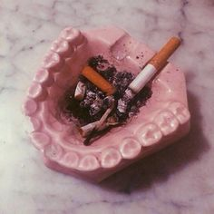 30 Cute Ashtray Ideas to make Cigarettes no Mess - Design Set, Kitsch, Do It Yourself Baby, Petra Collins, Pink Aesthetic, Aesthetic Vintage, Vaporwave, Creations, Smoke