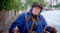 The Lady In The Van Tráiler VO - Mira The Lady In The Van, una película dirigida de Nicholas Hytner con Maggie Smith, Alex Jennings. Encuentra más tráilers, clips, vídeos, entrevistas y especiales.