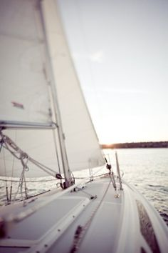 Across the vast ocean I come.little sailboat, don't let me down! Sails full, wind free, and gentle sound of water. Photo Deco, Yacht Boat, Sailing Yachts, Sailing Trips, All Nature, Sail Away, Set Sail, Places To Go, Coastal