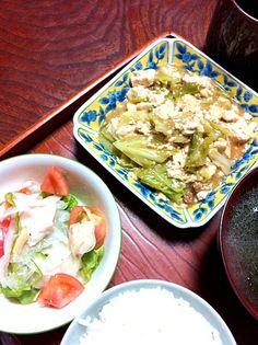 キャベツを入れたら、噛みごたえもプラスされて満腹にd(^_^o) - 0件のもぐもぐ - キャベツ入麻婆豆腐・鶏と野菜のマリネ・ワカメスープ by chloe2