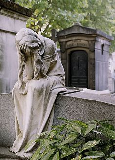 """A pleurant statue in Montparnasse Cemetery, Paris. Pleurant (French) or """"weeper"""" statues represent the eternal grief at the loss of a loved one. I have long been fascinated by the depth and detail that goes into cemetery statuary. Cemetery Angels, Cemetery Statues, Cemetery Art, Cemetery Monuments, Statue Ange, Old Cemeteries, Graveyards, Belle France, Steinmetz"""