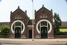 Twin Art Nouveau buildings, Utrecht Bij mijn broer in de straat: Jutfaasweg Art Nouveau Architecture, Architecture Old, Awsome Pictures, Amsterdam School, Portal, Art Deco Buildings, Building Art, Amazing Buildings, Utrecht