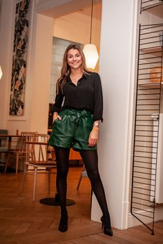 Trendy women's ready-to-wear shop Short Vert, Leather Shorts, Pret A Porter Feminin, Ootd, Skirts, Outfits, Fashion, Leather Pants, Black Faux Leather