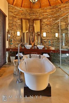 Luxury Lodge - Makanyi Lodge - Luxury Safari in South Africa