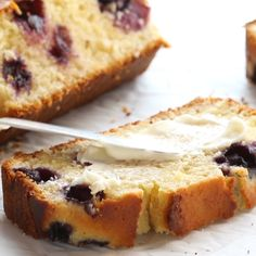 Blueberry Lemon Bread – loaded with juicy lemon and blueberries. SO YUMMY with the perfect thick, soft texture! Blueberry Recipes, Lemon Recipes, Bread Recipes, Blueberry Lemon Bread, Lemon Loaf, Bon Dessert, Dessert Bread, No Bake Desserts, Dessert Recipes