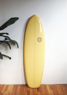 Surfing holidays is a surfing vlog with instructional surf videos, fails and big waves Surfboard Painting, Surfboard Art, Skates, Longboard Design, Vsco, Mellow Yellow, Mustard Yellow, Surf Design, Snowboard Girl