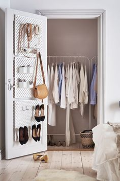 Clutter-free home with IKEA customisable SKÅDIS pegboard. Wardrobe Organisation, Small Closet Organization, Closet Storage, Desk Organization, Ikea Bedroom Storage, Closet Bedroom, Entryway Closet, Rustic Entryway, Furniture Storage