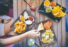 Jak zhubnout: 20 tipů na životosprávu, cvičení i recepty, které vám pomohou Diet And Nutrition, Cuban Recipes, Healthy Recipes, Food Wallpaper, Order Food, Food Journal, Eating Plans, Healthy Alternatives, Fat Burning Foods
