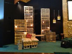 Pallet wall idea with lighting