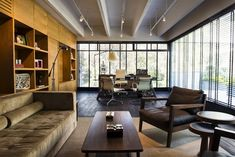 Palaestra Arquitectos, finalista de la categoría OFICINAS menor a 300 m2 en el Premio de Interiorismo Mexicano PRISMA 2014 Este proye...