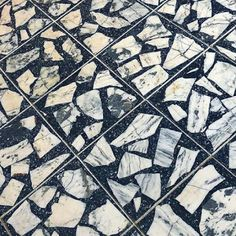 Black and White Palladiana Terrazzo Faux Wood Tiles, Ceramic Floor Tiles, Terrazzo Tile, Types Of Flooring, Tile Flooring, Flooring Ideas, Kitchen Flooring, Floor Patterns, Arquitetura