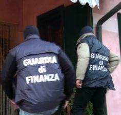 #Arzano, intercettato #carico di #sigarette di #contrabbando: arrestato autista di un mezzo - http://www.reportcampania.it/news/arzano-intercettato-carico-di-sigarette-di-contrabbando-arrestato-autista-di-un-mezzo/