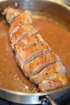 Voici une belle recette très simple parfaite même pour les soirs de semaine. Ça fait deux fois que je refais cette recette et les deux fois,... Pork Recipes, Chicken Recipes, Cooking Recipes, Pork Tenderloin Marinade, Confort Food, Ricardo Recipe, Pillsbury Recipes, Pork Ham, How To Cook Beef