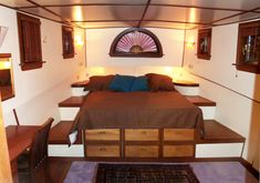 Small Houseboats | This room is quite a bit larger than it looks in the photo; 3 X 4 ...