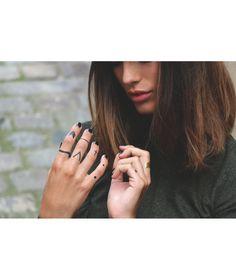 Tatouages feuille d'or aux designs sont simples, minimalistes et élégants créés par le collectif d'artistes et créateurs de tatouages éphémères DCER Tatouages éphémères Mains