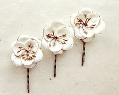 White Flower Hair Accessories with Metallic Bronze. Small White Flower Hair Clips. Flower Bobby Pin Set. Ethereal Wedding Hair Flowers.